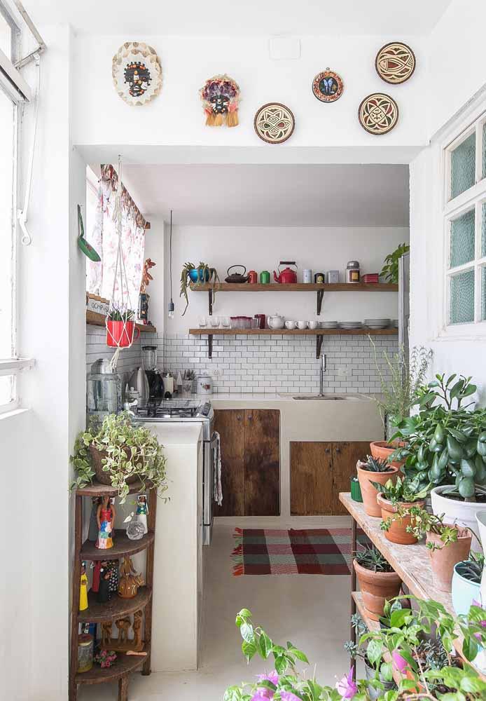 Se inspire em elementos tradicionais para trazer uma pitada rústica para a sua cozinha simples contemporânea