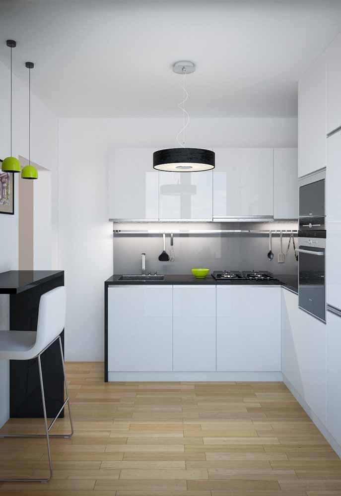 Cozinha preto e branca: outra ideia de um ambiente simples e funcional