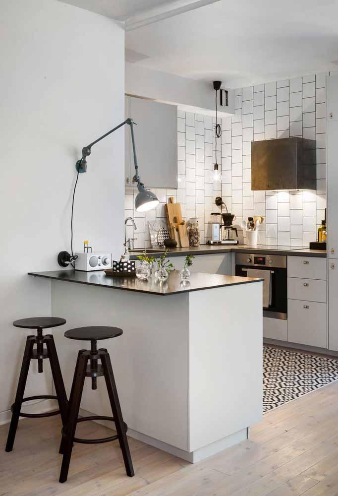 Use também iluminações alternativas e descentralizadas para uma decoração personalizada da sua cozinha simples