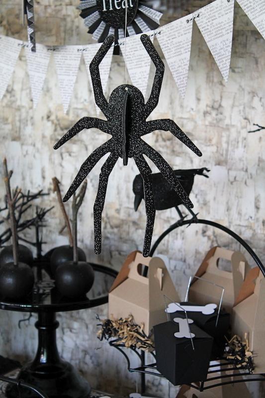 Aposte nos tons de cinza e preto para a decoração de halloween