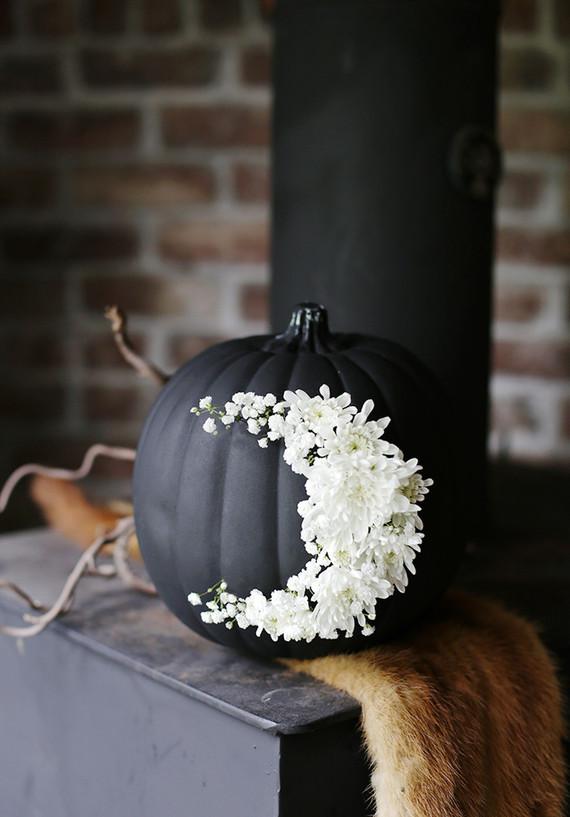 E as abóboras, clássicas da decoração de Dia das Bruxas, podem também ser decoradas