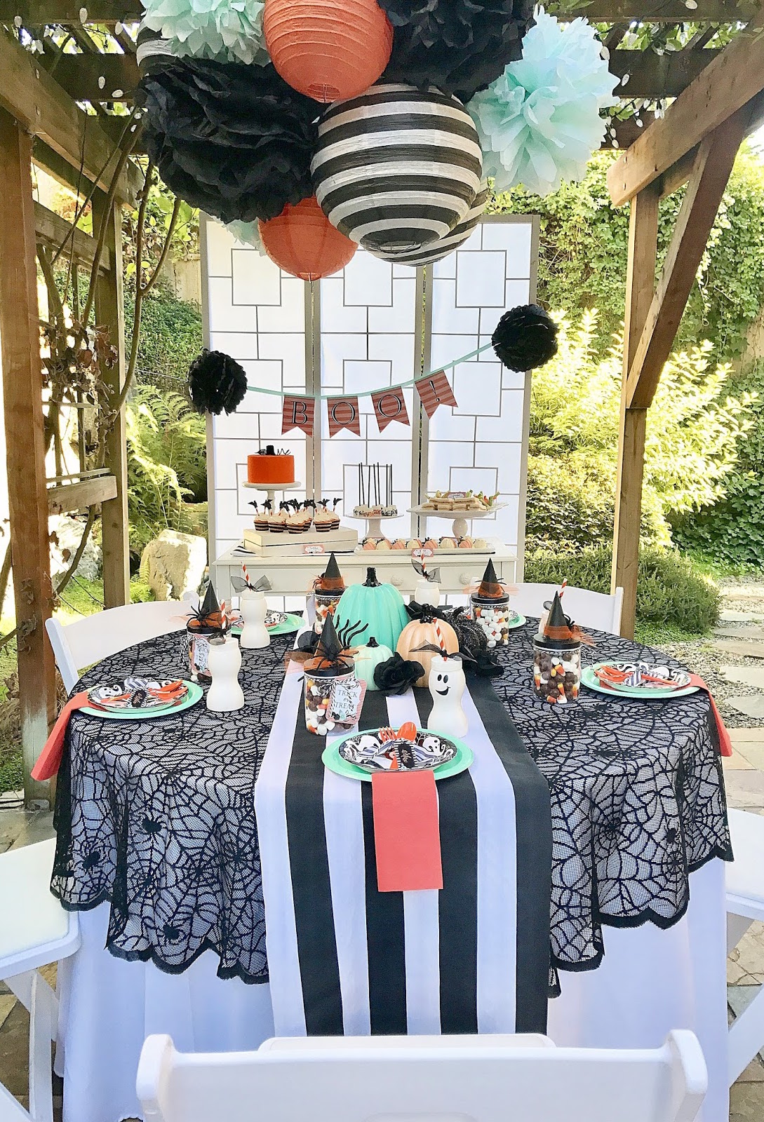 Decoração de festa halloween pequena: para poucos convidados, use uma mesa grande e capriche nos enfeites