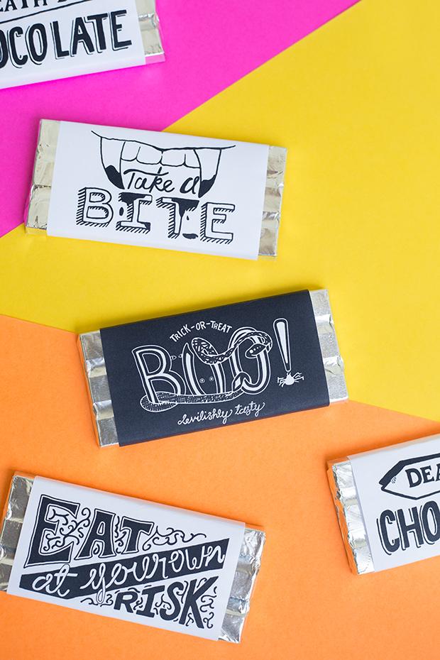 E para os doces já embalados, vale criar um rótulo personalizado assustador e cheio de criatividade!