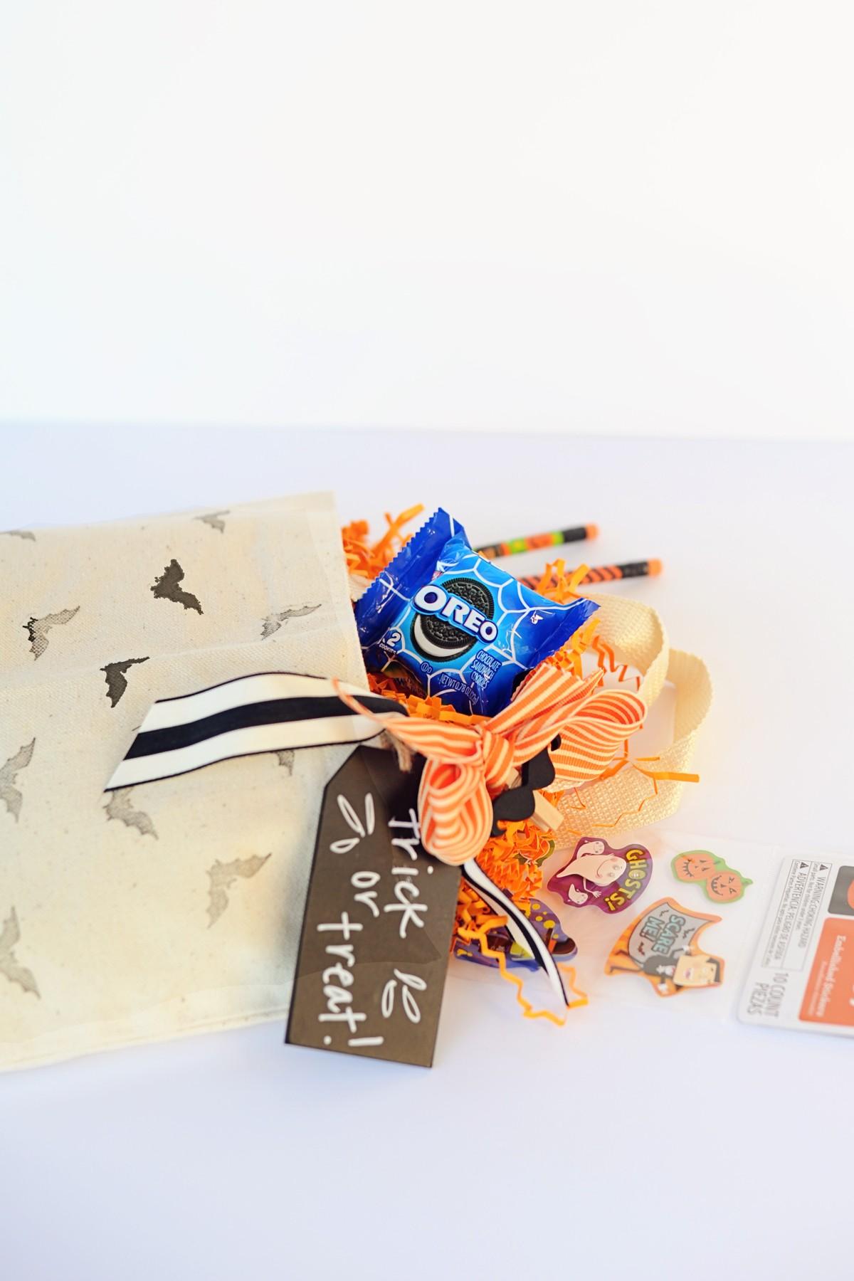 Mais doces e travessuras: crie saquinhos de lembrancinhas com snacks e brincadeiras para as crianças se divertirem mais