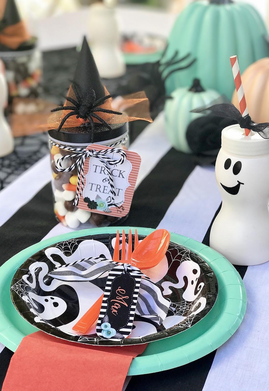 E para entrar no espírito do dia das bruxas de forma simples e rápida, vale também comprar itens prontos nas lojas de artigos para festas!
