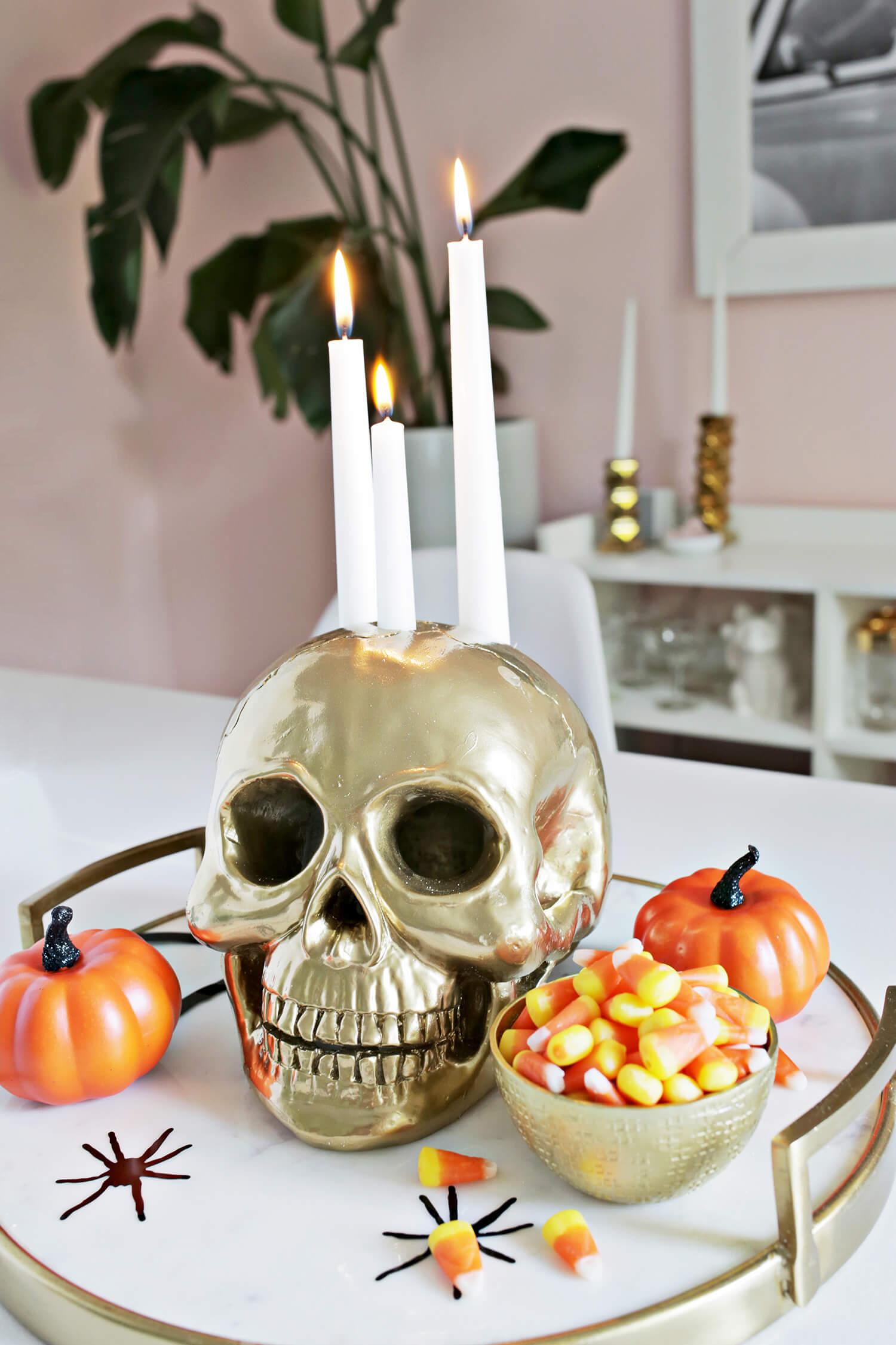 Use todo o tipo de elemento assustador ou que tenha a ver com o tema sobrenatural que você tenha em casa!