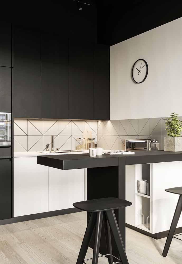 Decoração de cozinha americana pequena: em preto e branco