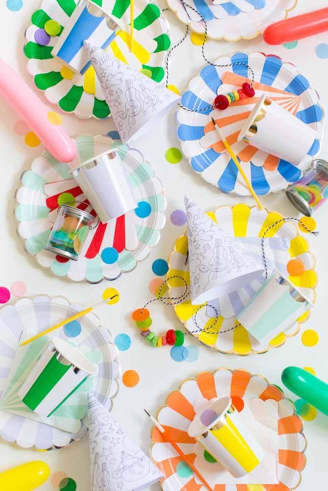 Pratinhos coloridos destacam qualquer mesa