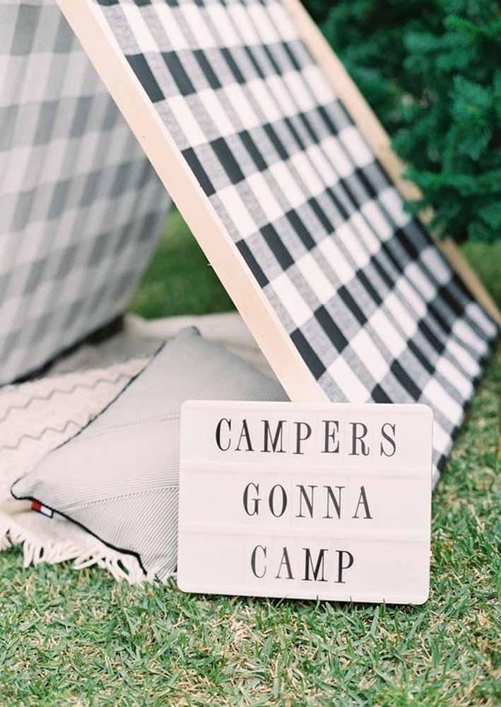 Surpreenda as crianças fazendo um acampamento no quintal de casa