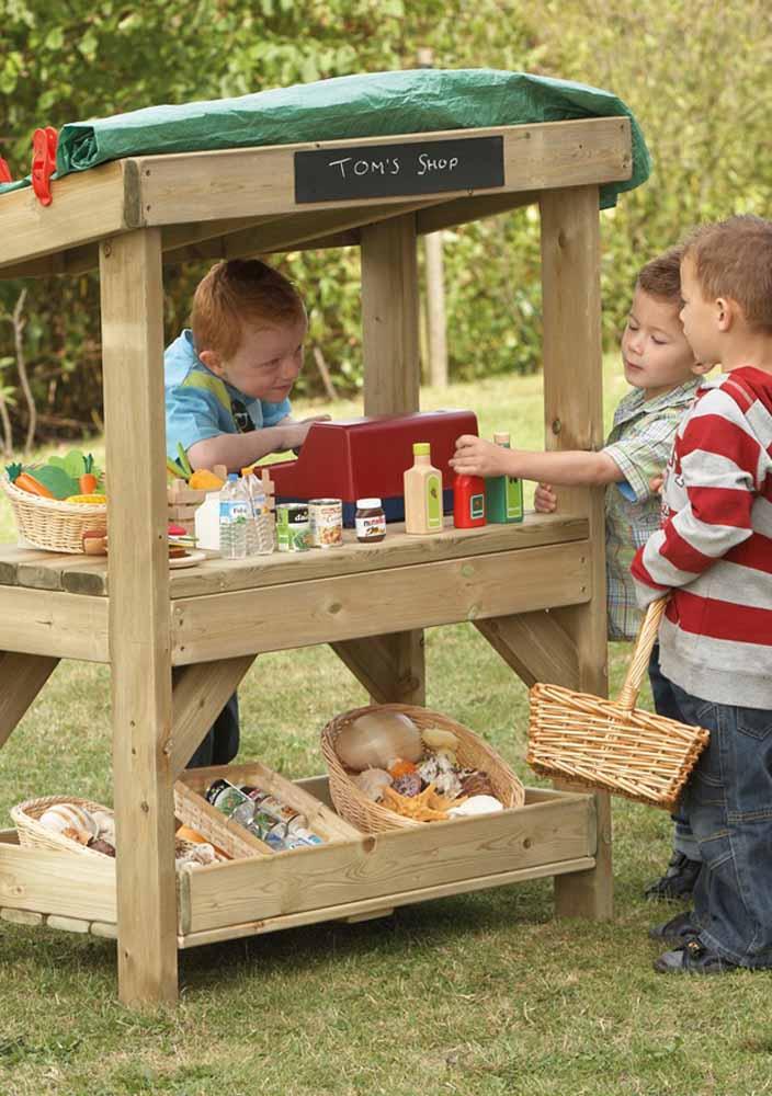 Monte um mercadinho para as crianças irem às compras e se sentirem independentes e responsáveis