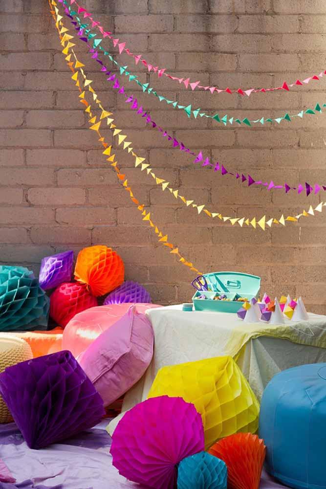 Espalhe balões coloridos por todos os cantos da festa