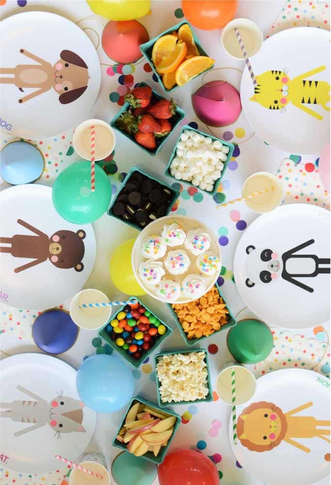 Quer deixar a mesa mais fofa? Use pratos personalizados de bichinhos