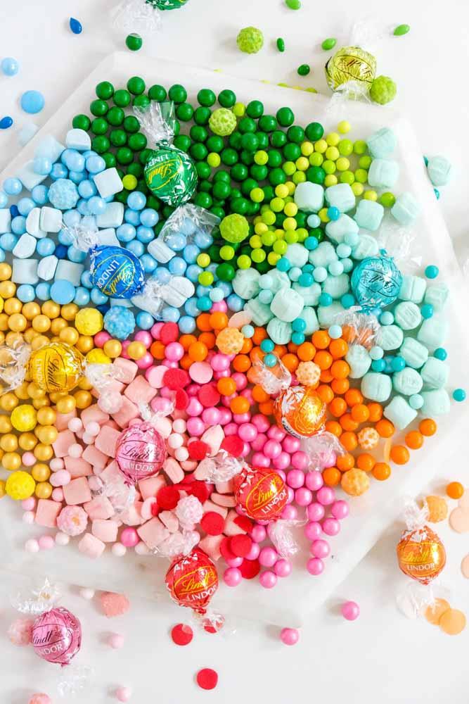 Doces e bombons coloridos não podem faltar na festa do dia das crianças