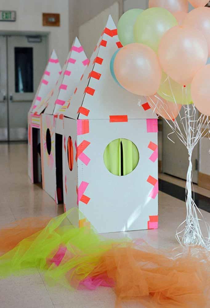 Use a criatividade para fazer uma casinha de papelão para a criançada