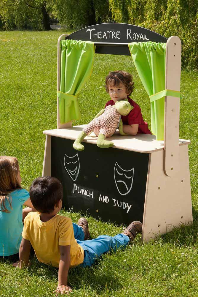 Deixe as crianças explorarem a criatividade no teatro de bonecos