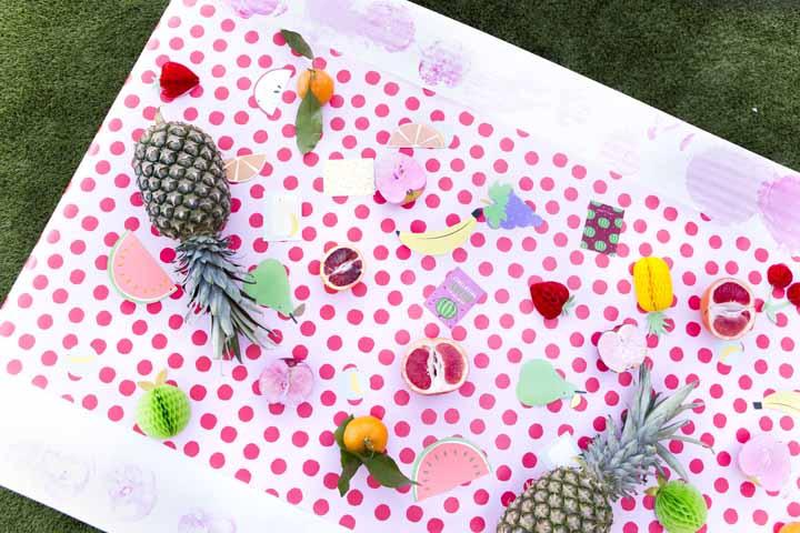 Que tal decorar a mesa das crianças com frutas de verdade?