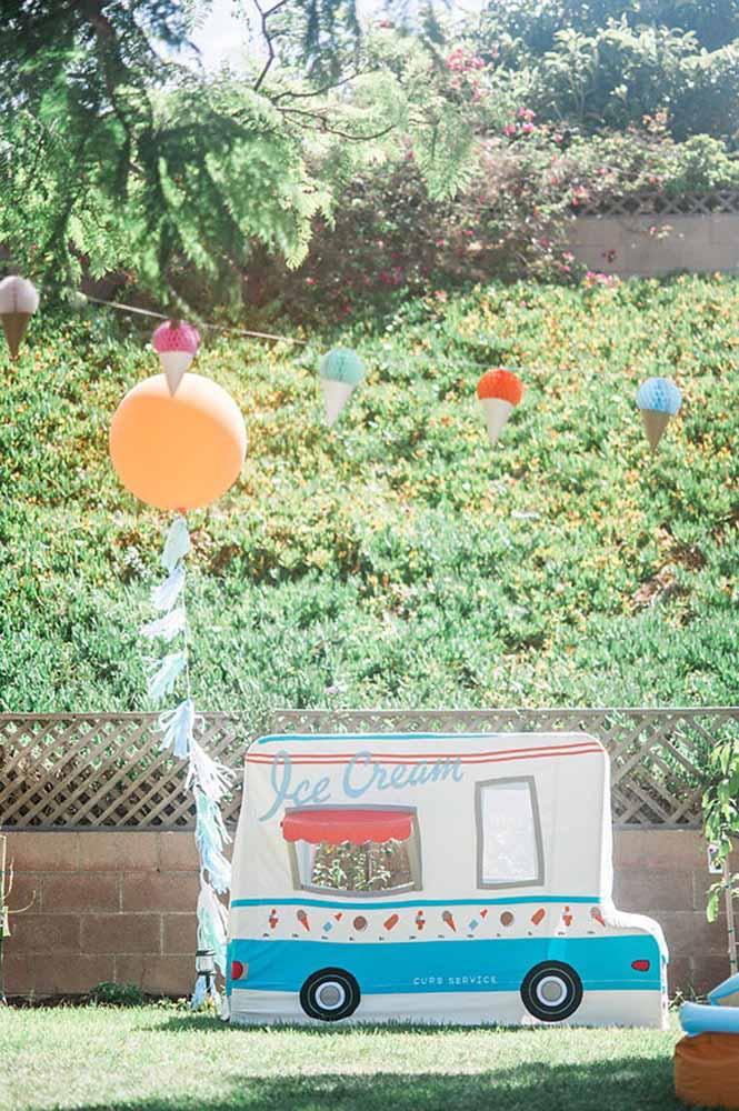 Que tal servir sorvete e picolé em um carrinho personalizado?