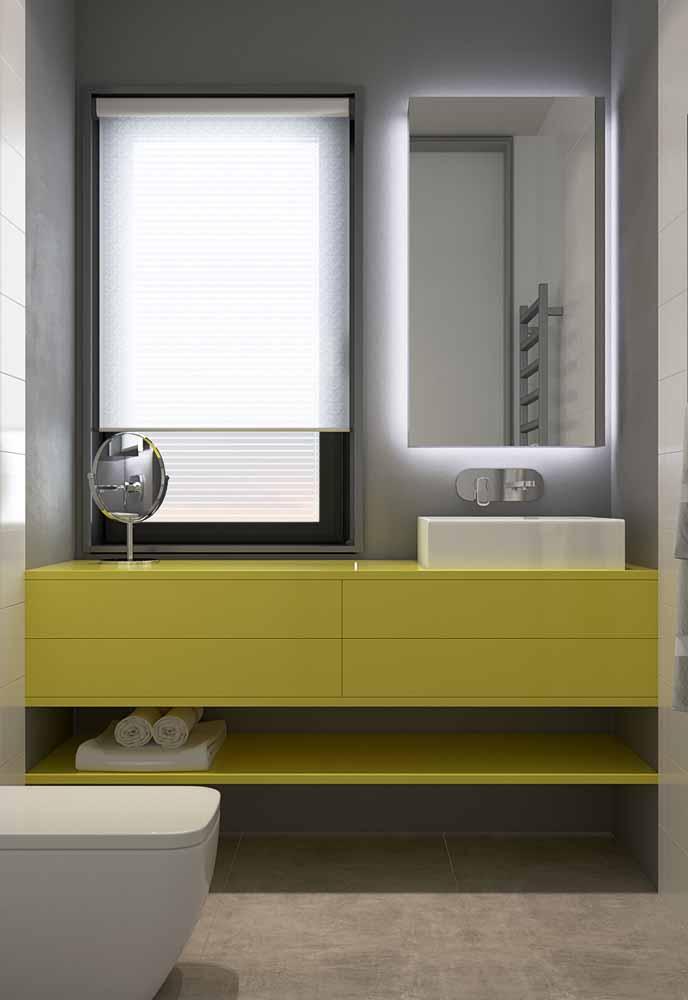 Para tornar os espelhos do seu banheiro ideais para suas sessões de beleza, use fitas de LED ao redor