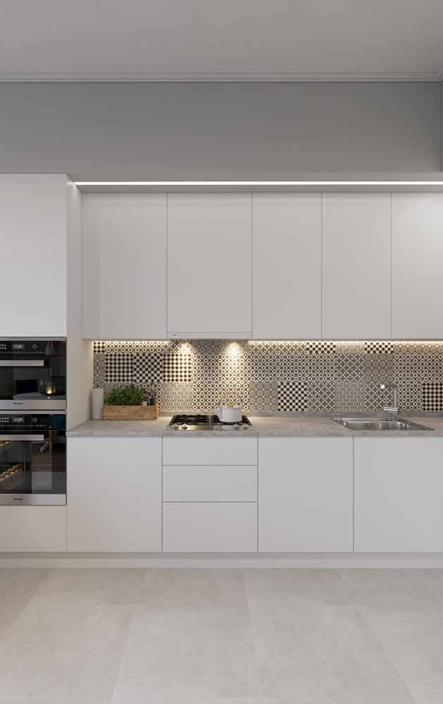 Mais uma ideia para iluminar os balcões da sua cozinha com fitas de LED