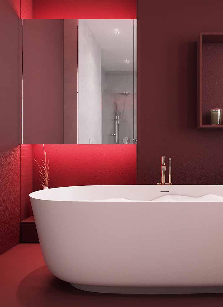 Nos ambientes coloridos, a iluminação com a fita de LED é uma forma de dar mais destaque à cor dos objetos ou da parede