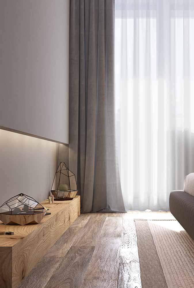 Como uma luz de destaque, a fita de LED foi usada aqui para dar destaque para os objetos decorativos abaixo