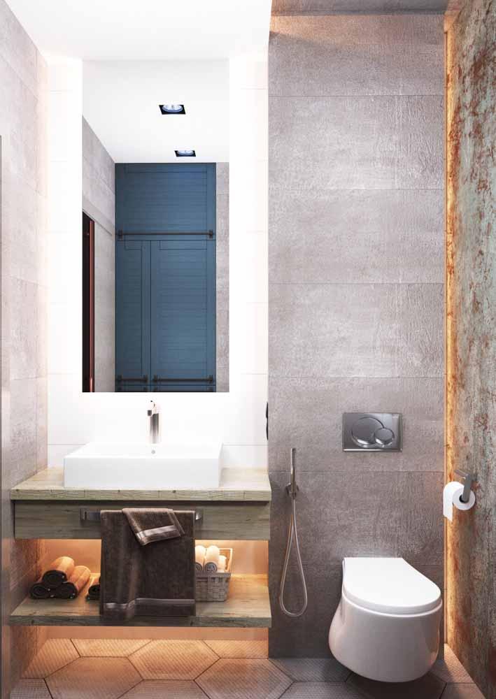 No caso dos banheiros, você também pode incluir fitas de LED nas prateleiras ou abaixo do armário da pia