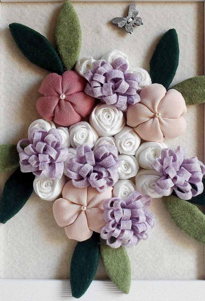 Arranjo de flores em feltro com vários modelos para decorações de parede
