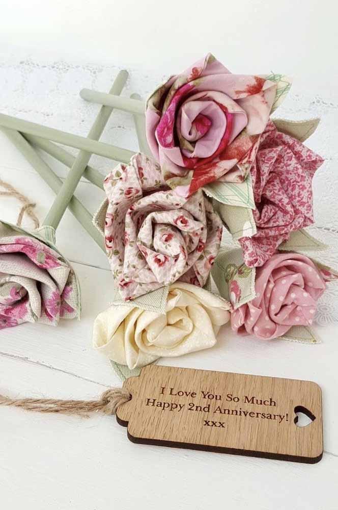 Um arranjo de flores de tecido é um ótimo presente para datas especiais: além de lindos, duram por muito mais tempo que as reais!