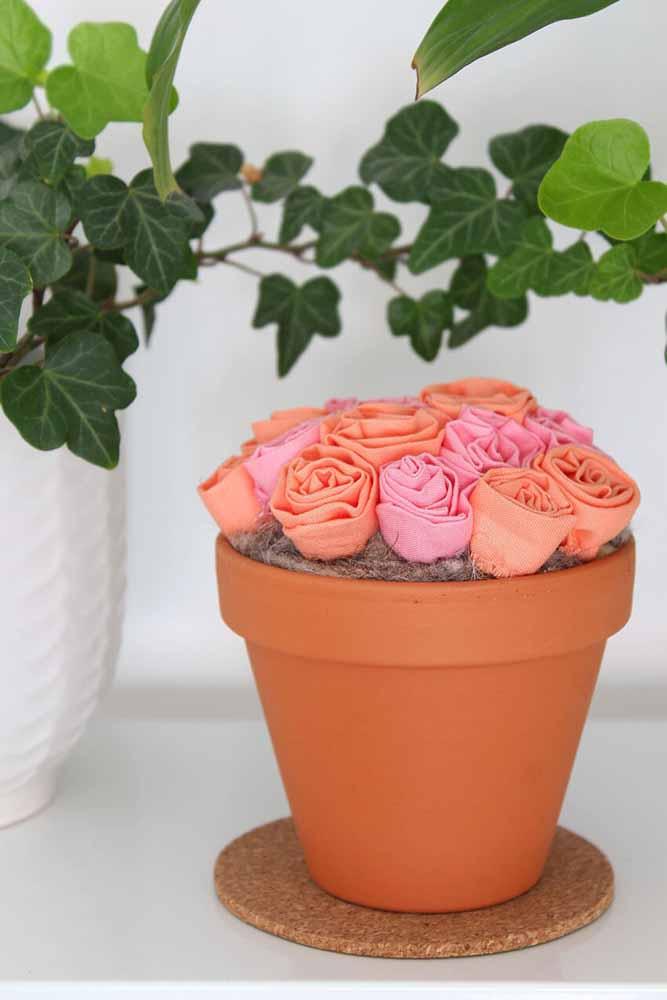 Flores de tecido para vaso: uma ideia simples que nunca perde a vitalidade ou as cores!