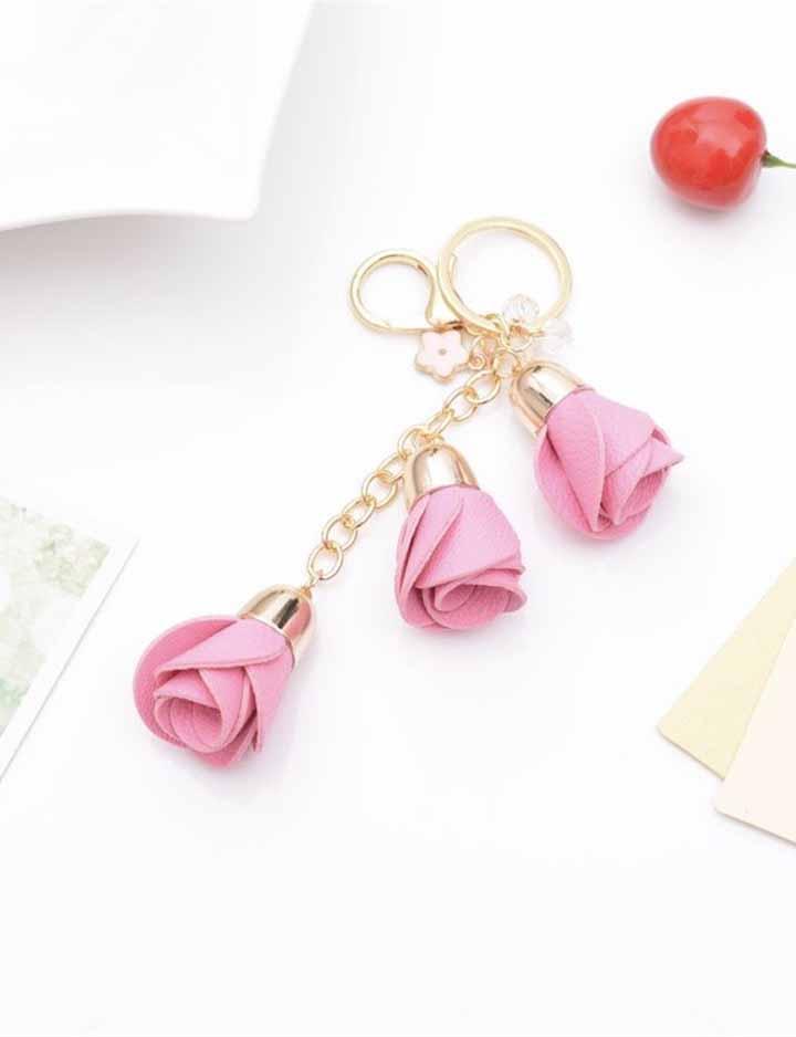 Botões de rosas de tecido no chaveiro para você carregar sempre junto com você!