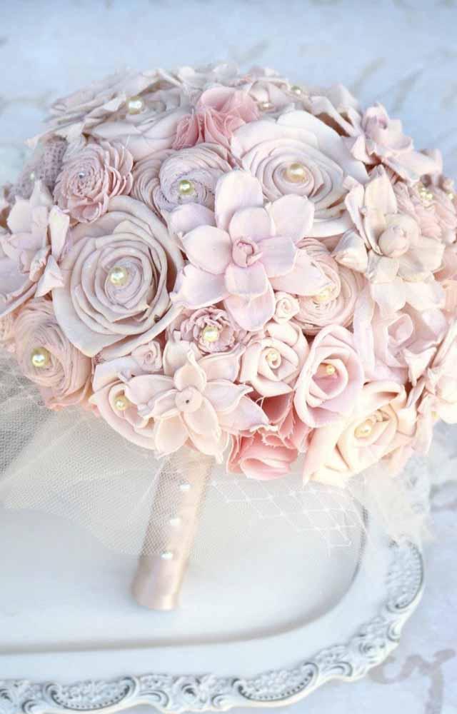 Buquê de noiva com flores de tecido? Faça um mix de flores e técnicas para compor um arranjo para este dia tão especial