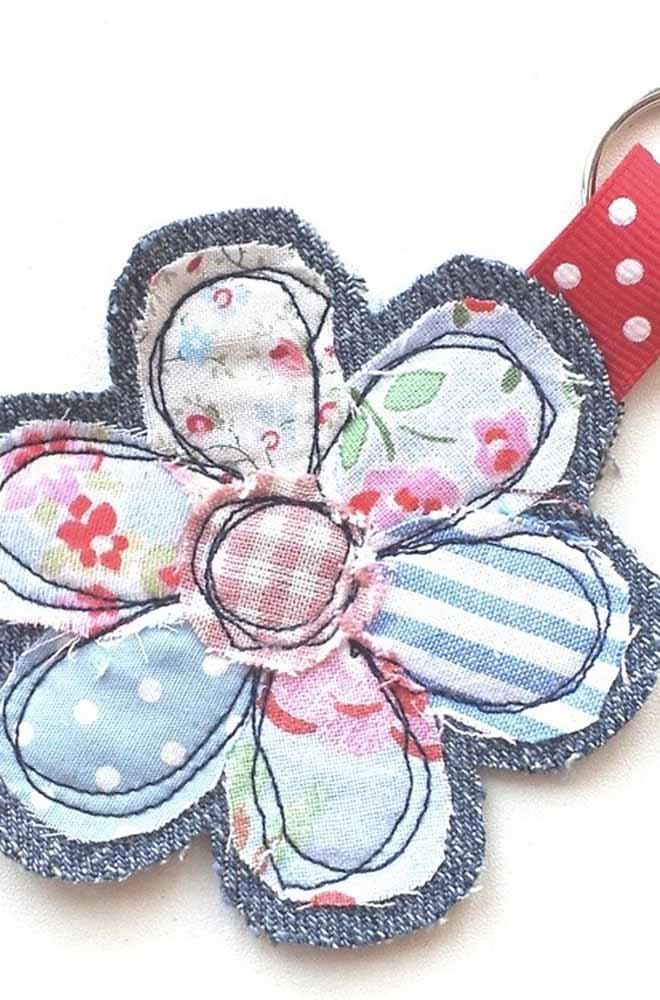 E se você preferir fazer sua flor na máquina de costura, aqui vai uma ideia
