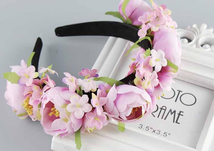 Tiara-coroa de flores: você também pode utilizar flores artificiais industrializadas para decorar sua tiara