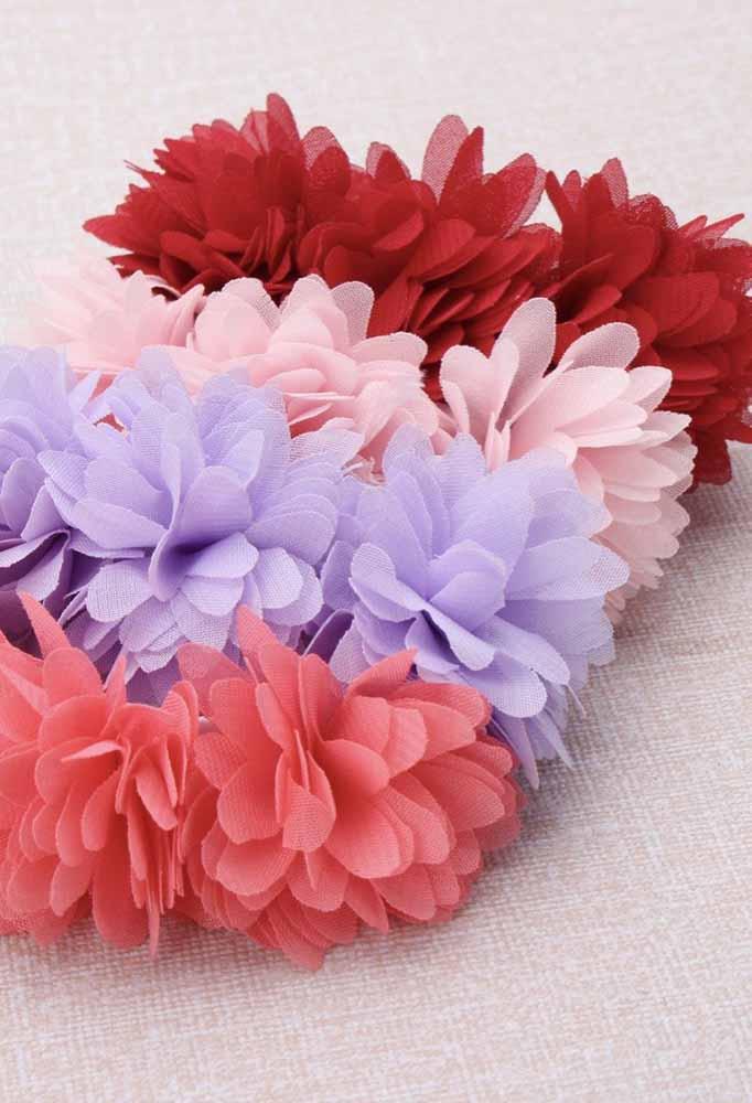 Flores-pompom de tecido: outro estilo para criar flores que vão bem em tiaras, garlands e tapetes