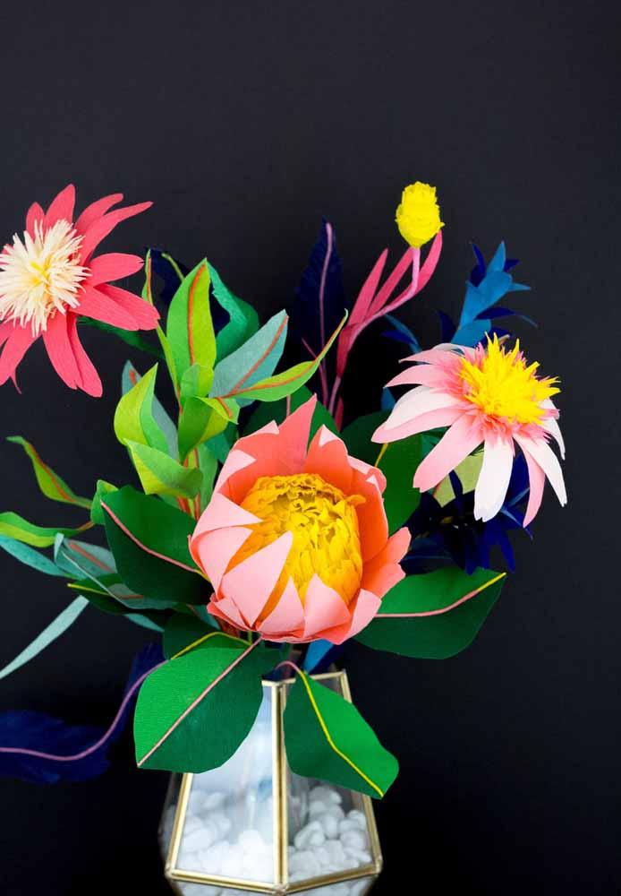 Flores de papel para decoração: Flores coloridas harmoniza bem com ambientes escuros.