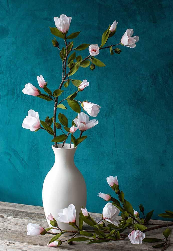 Até parece um quadro de tamanha perfeição que tenha esta flor de feita de papel