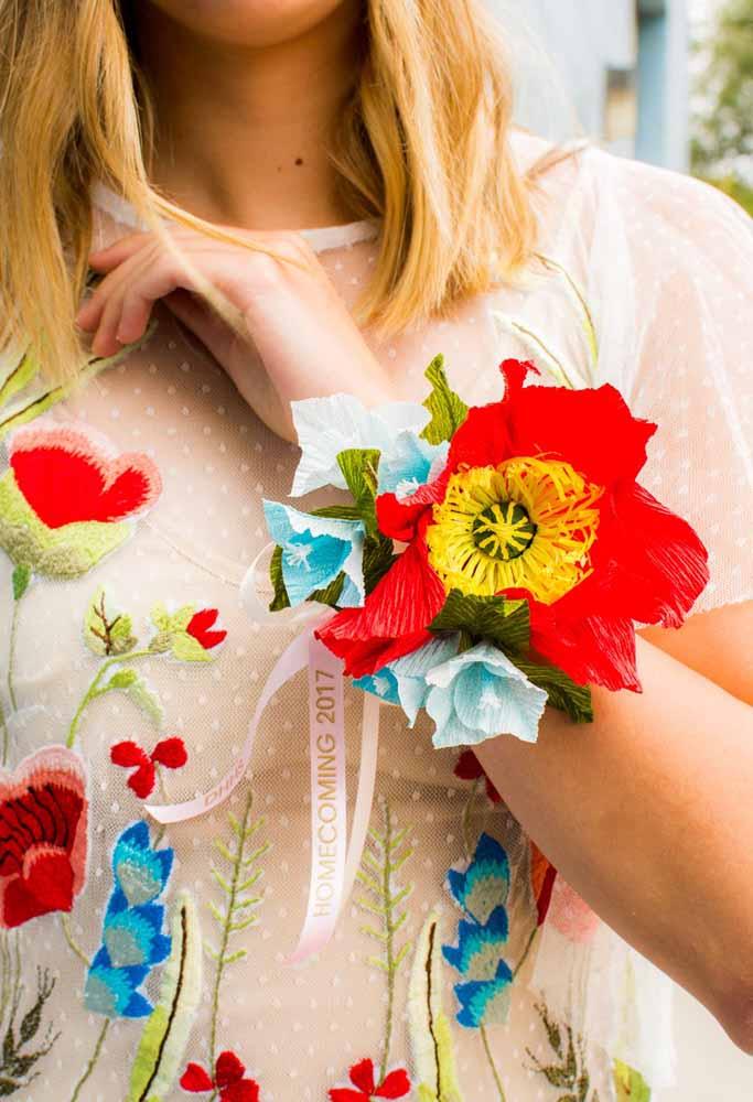 Flores de papel: Para adornos e pulseiras também estão entre as vantagens de se fazer uma flor de papel/