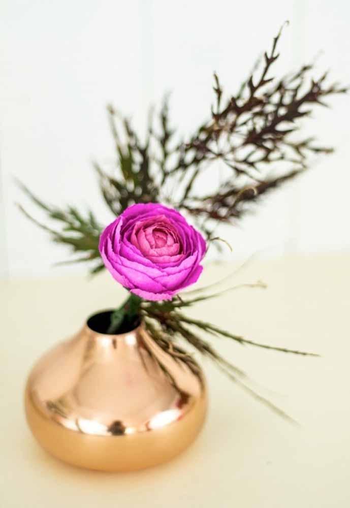 Flores de papel para decoração de sala de recepção é uma ótima opção