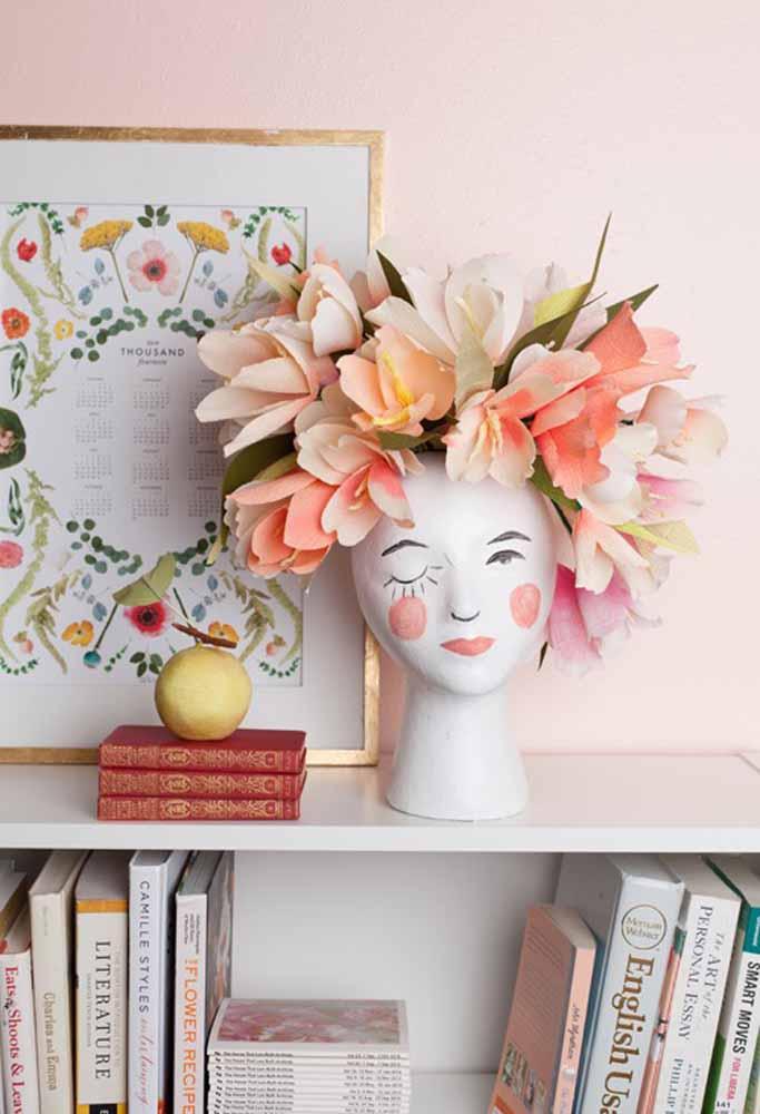 Para uma decoração de salão de beleza esta decoração com flores de papel se enquadra muito bem o deixando mais belo e criativo