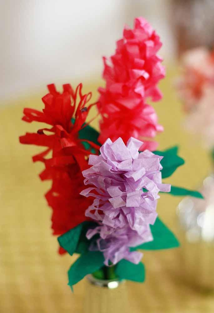 Você pode fazer diversos tipos de flores utilizando o papel, basta ter criatividade e inspiração