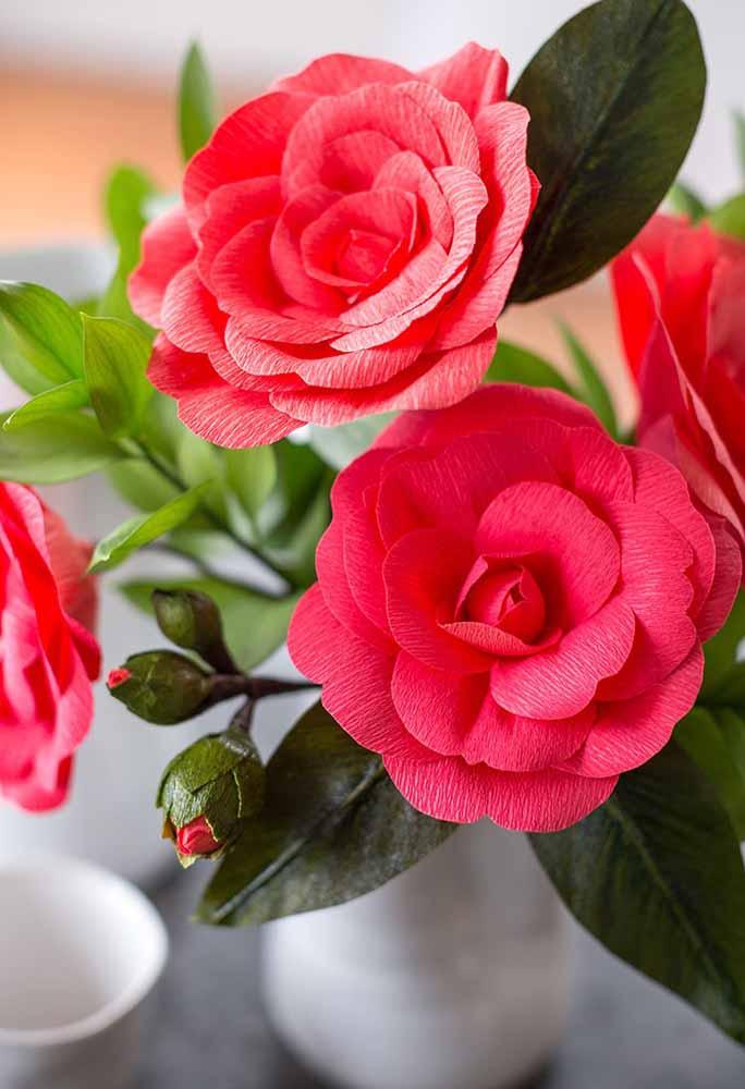 Faça além das flores de papel, os botões para parecer ainda mais real