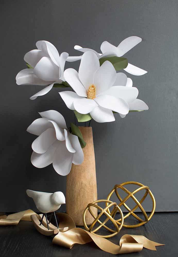 Flores de papel Gardênia, para mais sofisticação ao ambiente e mistura de objetos