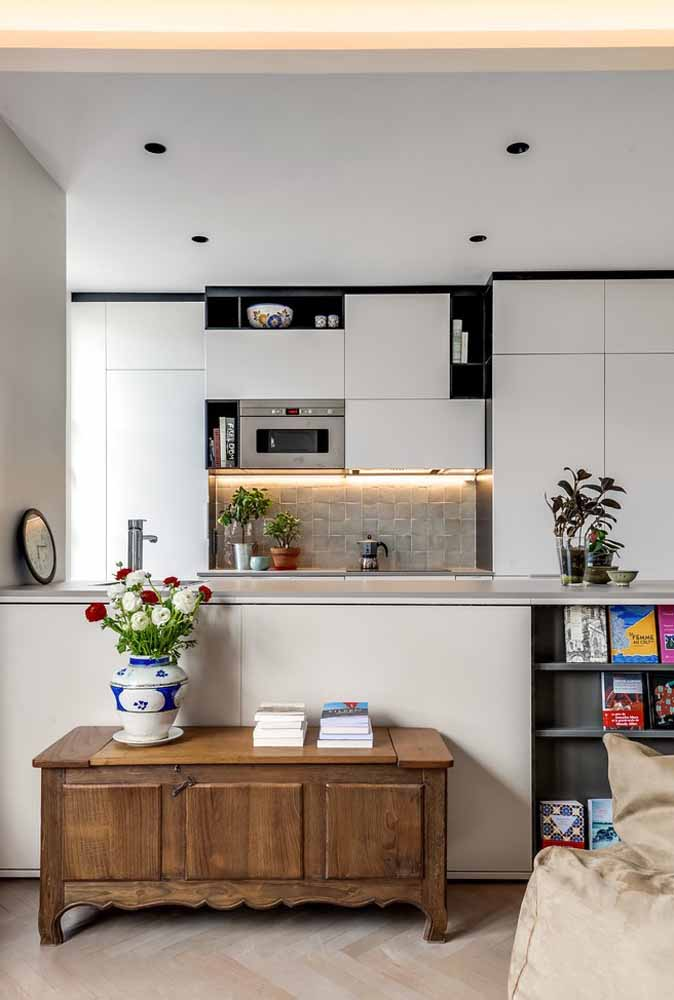 modelos de cozinha americana simples com armários embutidos do chão ao teto