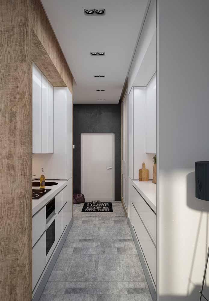 Modelo de cozinha de corredor: Invista na iluminação
