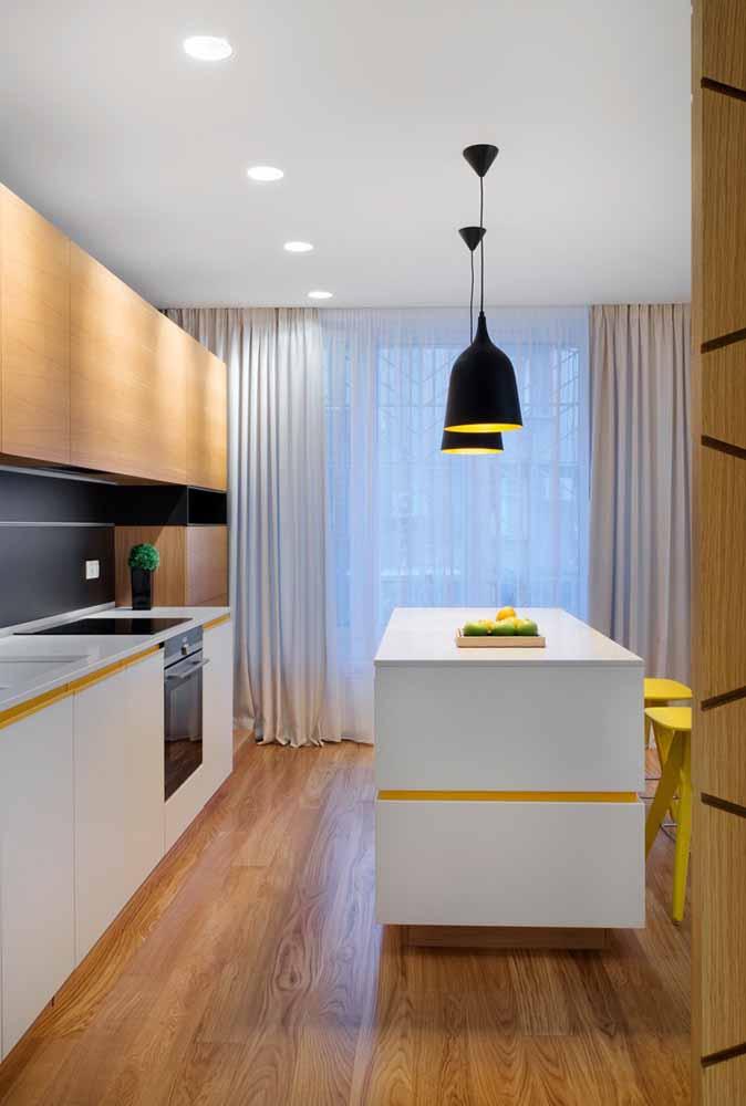 Invista em pendentes na sua ilha para iluminar a sua cozinha e dar um toque de modernidade. Lembrando que os pendentes podem se enquadrar perfeitamente ao estilo de decoração da sua casa/ambiente