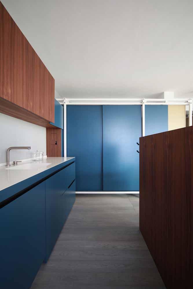 Aposte nas cores para sair do padrão e tenha uma cozinha sofisticada e incrível