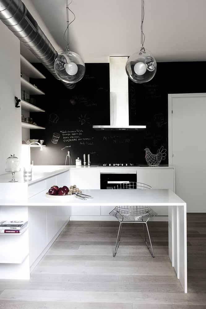 Modelo de cozinha planejada moderna, para quem tem pouco espaço mas não abre mão de uma decoração sofisticada