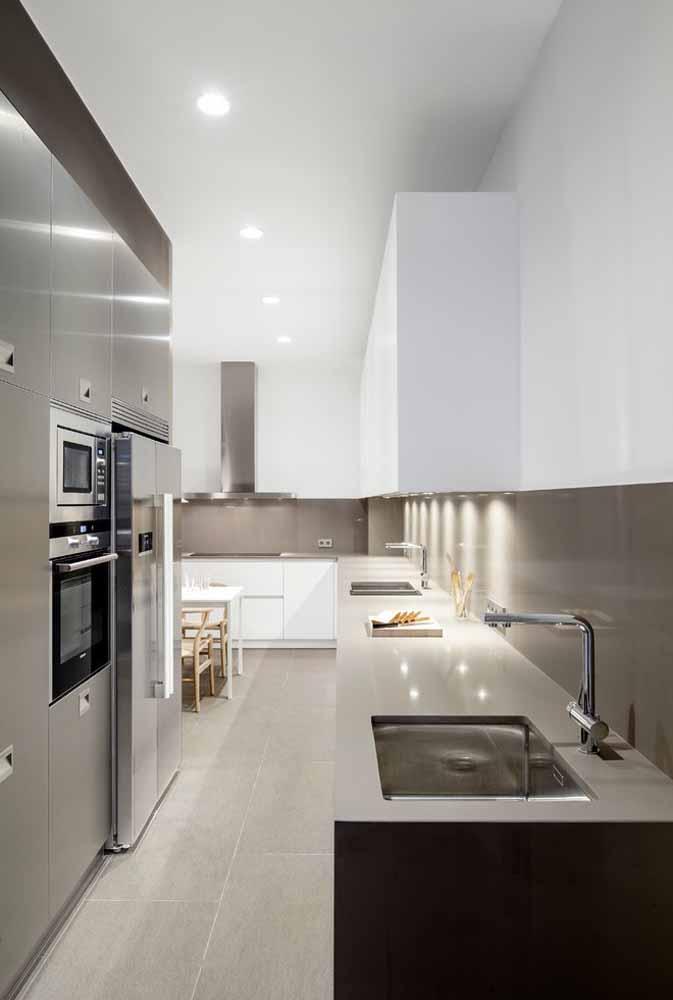 Modelo de cozinha planejada para quem gosta de ambiente amplos e organizados