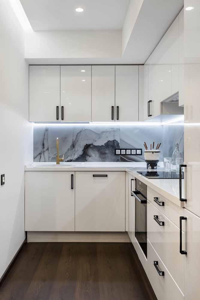 Modelo de cozinha planejada em L: para quem tem pouco espaço