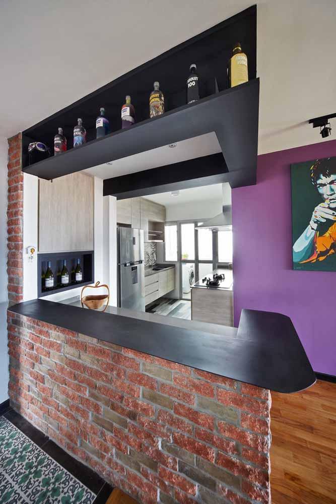 Modelo de cozinha com traços do estilo moderno e urbano